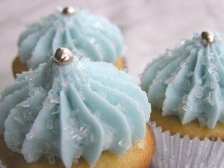 Winter_kiss_cupcakes[1]